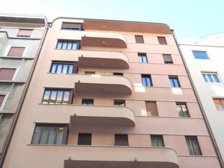 Zona giorno con tre o più stanze in 8258